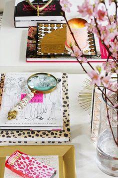 Amei para mesa de centro na sala. E também pra mesa do escritório. #detalhes #lindos #Escritório #Home-Office #bureau à #domicile  #Interior #design  #Casa #lar #home #house # maison #decor #decoration #decoração #mesa #desk #table #coffee #TableCoffee #arranjos #lupa #ler #leitura #read #lire #lecture  #book #livros  The Zhush: Magnified