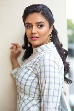 Bollywood Actress Hot Photos, Indian Actress Hot Pics, Bollywood Girls, Beautiful Bollywood Actress, Beautiful Actresses, Beautiful Girl Photo, Beautiful Girl Indian, Most Beautiful Indian Actress, Cute Beauty