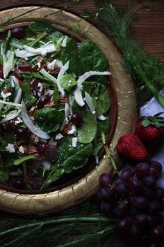 Game of Thrones: Summer Greens Salad - Feast of Starlight Game Of Thrones Food, Game Of Thrones Party, Medieval Banquet, Oxtail Soup, Dinner Party Menu, Dinner Parties, Green Salad Recipes, Old Fashioned Recipes, Toasted Pecans