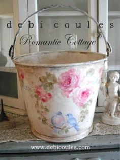 Debi Coules Shabby French Chic Art -need to try my hand at one of these, they're beautiful Shabby French Chic, Shabby Chic Salon, Shabby Chic Guest Room, Shabby Chic Mode, Style Shabby Chic, Shabby Chic Fabric, Shabby Chic Crafts, Shabby Chic Interiors, Shabby Chic Bedrooms