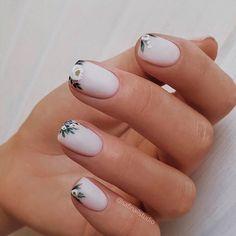 Meet the Korean Nail Artist Behind Shattered Glass Nails, Bracelet Nails and Diamond Nails Minimalist Nails, Flower Nail Designs, Nail Art Designs, Short Nail Designs, Cute Nails, Pretty Nails, Hair And Nails, My Nails, Nagellack Trends