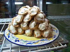 Home made canolis at Avicolli's. Photo: AvicollisRestaurant.com