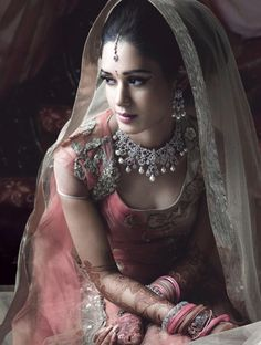 Indian bridal jewelry is the most beautiful! Hindu Girl, Moda Indiana, Asian Bridal, We Are The World, Bridal Beauty, Saris, Indian Beauty, Indian Fashion, High Fashion