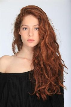 Can't decide between red or brunette? An auburn hair color style offers up the perfect compromise. Check out our top 35 auburn highlights and hair color styles! Long Curly Hair, Curly Hair Styles, Natural Hair Styles, Curly Ginger Hair, Thin Hair, Ginger Brown Hair, Curly Hair Side Part, Messy Wavy Hair, Long Red Hair