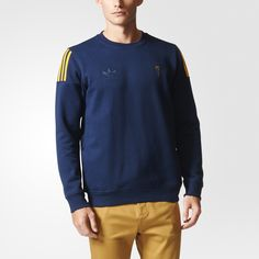 Authentic adidas sportswear comes full circle, bringing heritage style to the streets. This men's sweatshirt is made from medium-weight fleece with shoulder insets for added mobility. Detailed with a Trefoil logo on the chest.