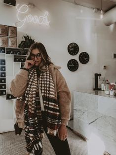 Looking for stylish and cuddly outfits for the cold winter days? 1 online shop for women& outfits & accessories . Casual Outfits, Cute Outfits, Fashion Outfits, Fashion Women, Fashion Trends, Fall Winter Outfits, Autumn Winter Fashion, Winter Wear, New Yorker Mode