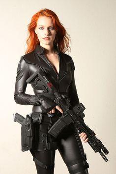Ethereal Rose - Belle femme avec son fusil!