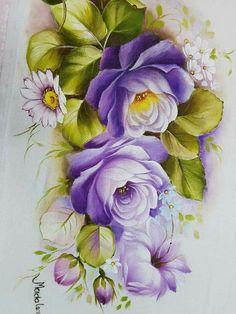 Rosas na cor violeta