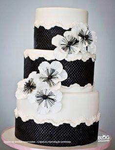 Bolo decorado nas cores preta e branca