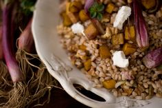 A wonderful farro and roasted butternut squash recipe. Balsamic roasted butternut squash, deeply toasted walnuts, and nutty farro come together in this delicious recipe. Fall Recipes, New Recipes, Vegetarian Recipes, Favorite Recipes, Healthy Recipes, Healthy Dinners, Healthy Foods, Dinner Recipes, Squash Salad