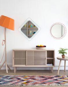 Colonel, une magnifique collection constituée de luminaires, mais également de mobilier et objets en bois clair, aux couleurs fraîches, fabriquée en France, en collaboration avec différents artisans. 14 Avenue Richerand à Paris 10 ème.