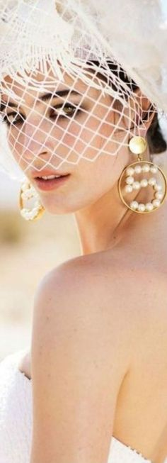 Essence of Fashion ~ Opulent Look ✦ Fashion ✦ Hair ✦ Make-up ✦ Accessorize ✦ Chanel ✦ Rachel Zoe, Gabrielle Bonheur Chanel, Casual Chique, Coco Mademoiselle, Pearl And Lace, Wedding Veils, Wedding Dresses, Coco Chanel, Look Fashion