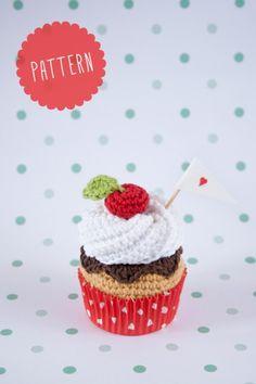 """crochet cupcake pattern by """"I am a Mess"""" Cupcake Crochet, Crochet Food, Cute Crochet, Crochet For Kids, Crochet Crafts, Crochet Dolls, Crochet Projects, Octopus Crochet Pattern, Crochet Toys Patterns"""