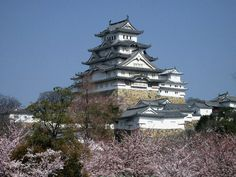 http://upload.wikimedia.org/wikipedia/commons/6/6b/Castle_Himeji_sakura01_adjusted.jpg