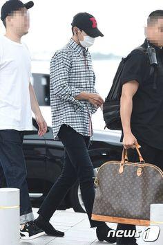 160707 #TOP #BigBang ICN airport KOREA ✈ GUANGZHOU Vip Bigbang, Guangzhou, Korea, Tote Bag, Bags, Fashion, Handbags, Moda, Fashion Styles