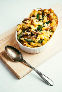 asparagus and caramelized onion mac and cheese // brooklyn supper