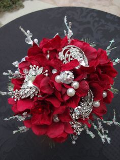 Rhinestone brooch wedding bouquet by AlwaysElegantBridal on Etsy #timelestresure