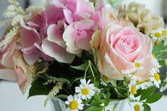 Tonjes Home - a blog about our home, style and beauty. Flowers, roses, green, pink, yellow, hydrengeas, roser, hortensia