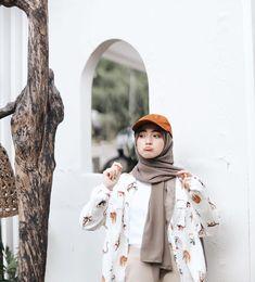 Street Hijab Fashion, Muslim Fashion, Fashion Outfits, Casual Hijab Outfit, Hijab Chic, Niqab, Beautiful Hijab Girl, Hijab Wedding Dresses, Girl Hijab