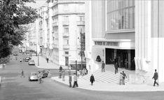 Cinema Império, Lisboa, [1952]. Estúdio de Horácio de Novaes, in Bibliotheca d' Arte da F.C.G. Antique Photos, Vintage Photos, Old Pictures, Old Photos, Creative Architecture, Most Beautiful Cities, Back In Time, Capital City, Vintage Photography