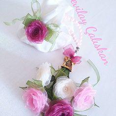 SEVİLAY ÇALIŞKAN @ribbon.design on Instagram photo October 15 Diy Flowers, Fabric Flowers, Flower Diy, Diy Ribbon, Ribbon Rose, Brazilian Embroidery, Fabric Art, October 15, Ribbon Design