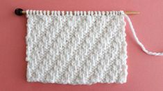Stunning design that's perfect for beginning knitters. This simple Diagonal Rib knit stitch pattern is achieved with just an easy repeat of knits and purls. Check out FREE Knitting Pattern, Chart, Photos, and Video Tutorial by Studio Knit. Beginner Knitting Patterns, Easy Knitting Projects, Dishcloth Knitting Patterns, Sweater Knitting Patterns, Knitting For Beginners, Knitting Stitches, Free Knitting, Baby Knitting, Crochet Patterns