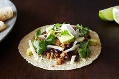 Coconut-Lime Pork Tacos with Guacamole Quinoa - Easy Dinner Recipes Pork Recipes, Mexican Food Recipes, Dinner Recipes, Cooking Recipes, Healthy Recipes, Ethnic Recipes, Delicious Recipes, Recipies, Bean Recipes
