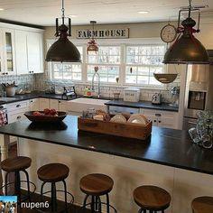 Gorgeous Farmhouse Kitchen Inspiration Ideas 22