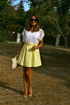 Fashion and Style Blog / Blog de Moda . Post: Yellow Skirt from Primark / Falda Amarilla de Primark. See more/ Más fotos en : http://www.ohmylooks.com/?p=2734 OhMyLooks by Silvia García Blanco