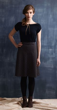 BONNIE Navy: Short sleeve top in silk, low-cut back V-neckline, decorative bow at the front. LENA Navy/Checks: Flared skirt, bias-cut, fitted waist. Betina Lou Fall-Winter 2013-14.