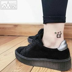 Specializing in simple tattoos, Ahmet Cambaz creates pieces inspired by illustration. His cute small tattoos often feature animals and use minimal colors. Cute Small Tattoos, Little Tattoos, Mini Tattoos, Black Tattoos, Body Art Tattoos, Dream Tattoos, Wolf Tattoos, Future Tattoos, Tatoos
