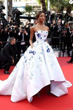 Unusual Wedding Dresses, High Fashion Dresses, Strapless Dress Formal, Formal Dresses, Embellished Dress, Red Carpet Dresses, Looks Cool, Beautiful Gowns, Dream Dress