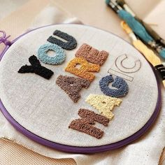 Hand Embroidery Stitches, Embroidery Hoop Art, Cross Stitch Embroidery, Punch Needle Patterns, Punch Art, Rug Hooking, Needle And Thread, Perler Beads, Crochet