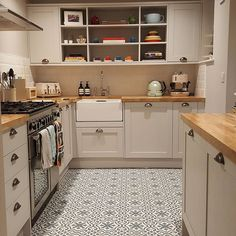 Thanks to elbassett on Instagram for sharing her beautiful Shaker Style kitchen. Create your dream kitchen with Howdens.