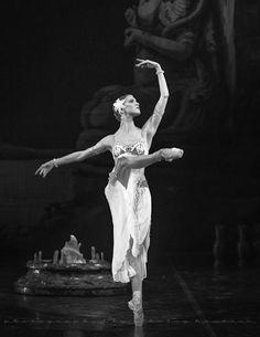 vaganovaboy: Alina Somova, 'La Bayadere' at Mikhailovsky Theatre, June 6th 2012. (Her Solor was Leonid Sarafanov!)