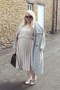 ChloeInCurve www.chloeincurve.com uk plus size blonde blogger elvi navabi skirt midi lae trench coat edit 1