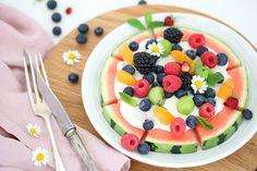 Pizza, Fruit Salad, Food Inspiration, Acai Bowl, Breakfast, Watermelon, Kochen, Morning Coffee, Macedonia
