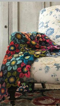 Crochet Bedspread, Crochet Quilt, Crochet Home, Crochet Granny, Knit Or Crochet, Crochet Motif, Crochet Crafts, Crochet Flowers, Crochet Stitches