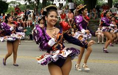 Members of Caporales San Simón dance along Easton Rd. during the Glenside Parade July _ Bob Raines Carnival Dancers, Carnival Girl, Carnival Outfits, Dallas Cheerleaders, Culture Clothing, Carnival Festival, Dance Photos, Woman Drawing, Girl Dancing