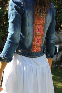 Hmong Clothes - Designer Outfits for Dance and Performance Mode Hippie, Hippie Style, Bohemian Style, Denim Fashion, Boho Fashion, Womens Fashion, Gilet Jeans, Look Boho Chic, Estilo Hippie