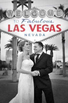 Las Vegas Sign | Las Vegas Wedding | photo: Bentley & Wilson | #vegaswedding
