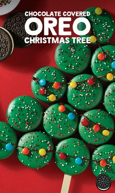 Holiday OREO Cookie Tree Nothing says Christmas like a Christmas Tree! Make your own with this easy Chocolate Covered OREO Christmas Tree recipe. Christmas Tree Food, Christmas Deserts, Xmas Food, Christmas Cooking, Christmas Goodies, Holiday Desserts, Holiday Cookies, Christmas Candy, Holiday Baking