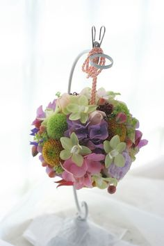 和装のボールブーケ ピンポンマムとアジサイ Lily Bouquet, Succulent Bouquet, Cascade Bouquet, Wedding Flower Arrangements, Wedding Bouquets, Floral Arrangements, Wedding Flowers, Japanese Wedding, Japanese Brides
