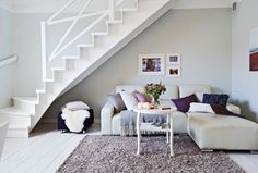 salon escalera gris suave