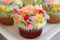 """Lovely """"flower garden"""" cupcake idea....great for Spring, Easter, bridal shower, any women's event...."""