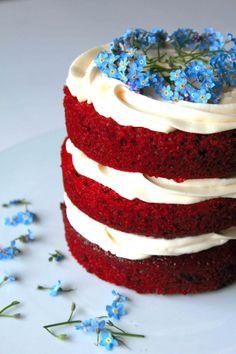 Red velvet cake with flowers | Ana Rosa