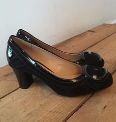 UK SIZE 4 WOMENS CLARKS BLACK PATENT & SUEDE COURT SHOE OVERSIZED BUCKLE DETAIL