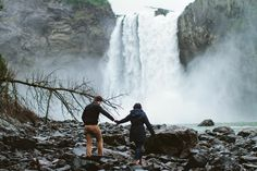 jess hunter - photographer // seattle engagement photos // seattle wedding photographer / anchorage alaska wedding photographer // snoqualmie falls engagement // waterfall engagement