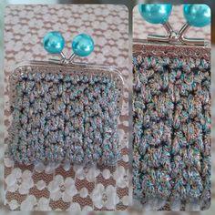 Portamonete sulle tonalità dell'azzurro. Uncinetto. Crochet.