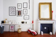 Tones of red: characteristics of tones and decoration photos - Home Fashion Trend Altea, Salon Style, Shades Of Red, Decoration, Sweet Home, Gallery Wall, New Homes, Living Room, House Styles